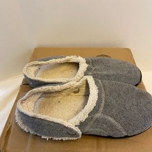Isotoners slippers gray 9.5-10